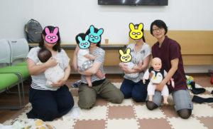 赤ちゃんのやわらか抱き方講座に参加したママさんと赤ちゃん