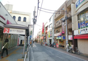 下井草駅南口を出てすぐの商店街を左へ