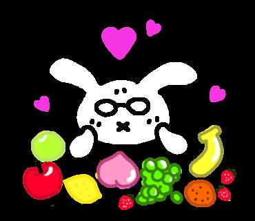 果物に囲まれて幸せなうさぴこ
